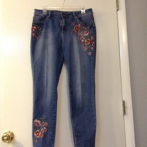 Earl jeans sz 12 embroidered skinny ankle